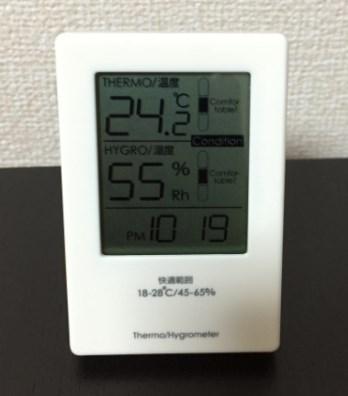 シンプルなニトリと無印の温湿度計がカッコいい!どんな部屋にもマッチ!