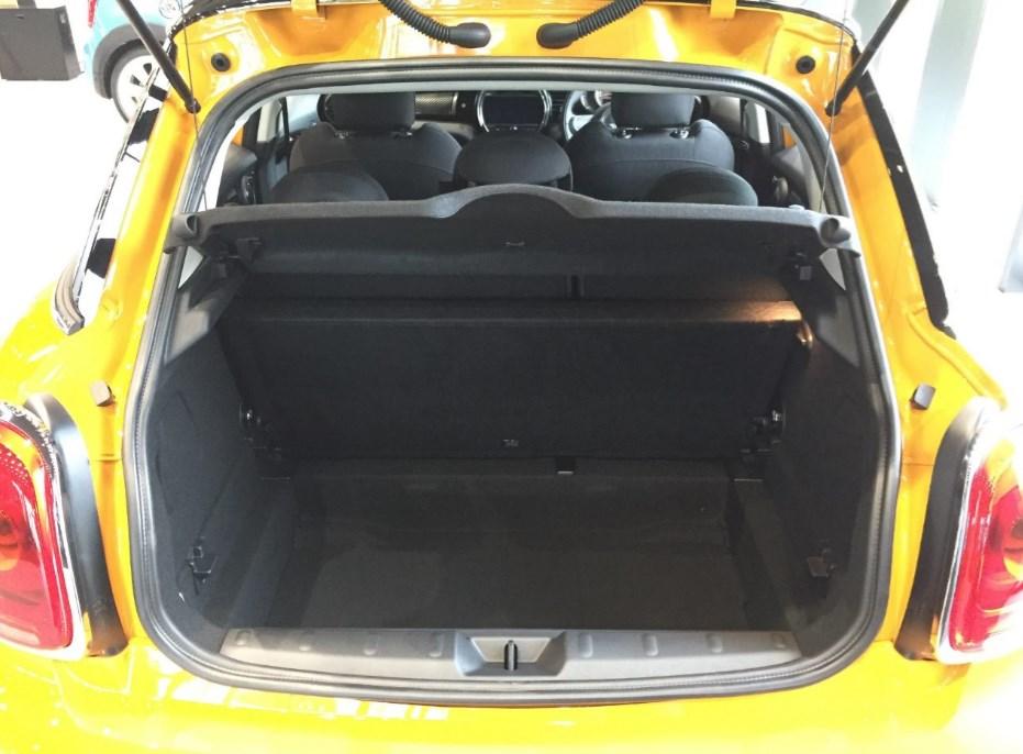 MINI5ドア車載スペース後部ドア