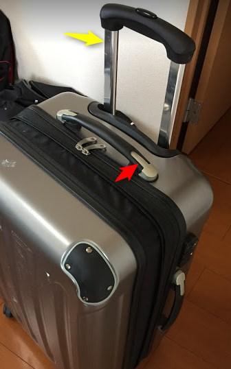 c75f33b957 この赤矢印のタイプは一般的ではありますが、耐久性はまあまあです。別の30kgほど入るスーツケースで赤矢印の部分からヒビが入って折れた事があるので。