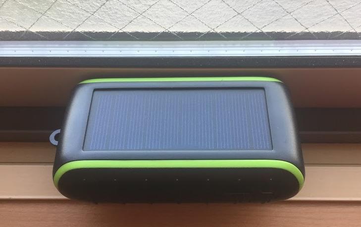 ソーラー充電できるモバイルバッテリーChargi-Q mini(チャージックミニ)